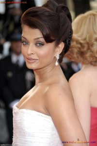 Naked Photo And Video Aishwarya Rai Real Big Milky Boobs Showing From Clothes (16)