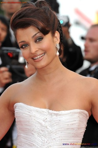 Naked Photo And Video Aishwarya Rai Real Big Milky Boobs Showing From Clothes (17)