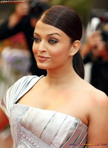 Naked Photo And Video Aishwarya Rai Real Big Milky Boobs Showing From Clothes (24)