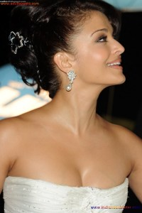Naked Photo And Video Aishwarya Rai Real Big Milky Boobs Showing From Clothes (9)