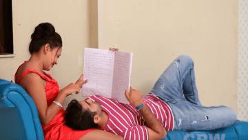 खुबसूरत मैडम की गुलाबी मुलायम चूत की खुजली घर जाकर शांत करी हिन्दी सेक्स स्टोरी