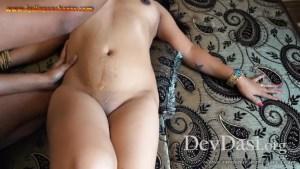 हरियाणवी डांसर सपना चौधरी की नंगी होकर तेल मालिश करवाते हुए पोर्न फोटो हुई लीक (8)