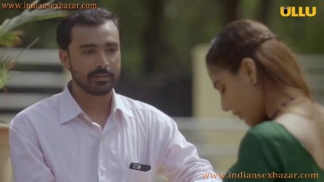 Khul Ja Sim Sim मंगेतर मोबाइल में पोर्न फिल्म देख चूत में ऊँगली करते हुए इंडियन हिन्दी पोर्न फिल्म 1