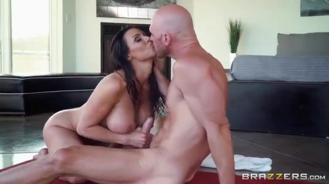 MILF Kendra Lust Giving Blowjob To Bald Guy Full HD Porn Video And XXX Porn Pic Gallery 3