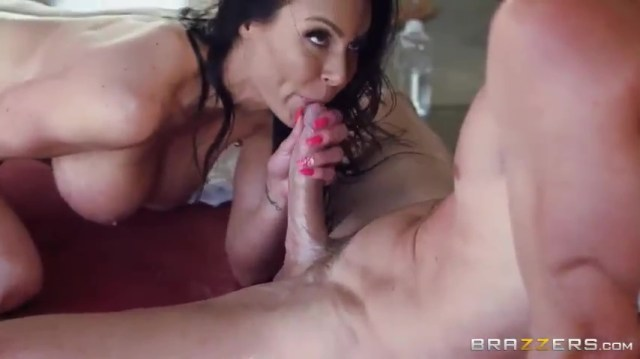 MILF Kendra Lust Giving Blowjob To Bald Guy Full HD Porn Video And XXX Porn Pic Gallery 6