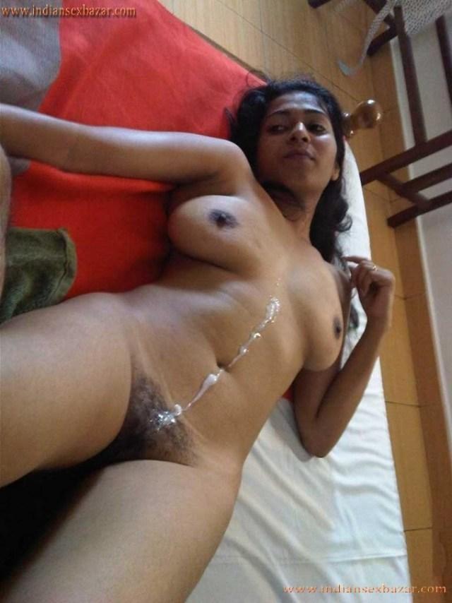 भाई ने करी मासूम वर्जिन बहन की पहली दर्द भरी चुदाई Hindi Sex Story With XXX Photos 3