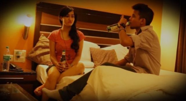 दारू पीते हुए Drink Indian Brother And Sister XXX Sex Story In Hindi सगी बहन ने भाई के बिस्तर गर्म करे शराब के नशे में Hindi Sex Story