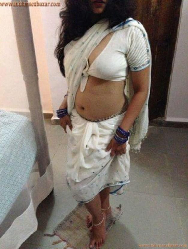 मेरी रंडी माँ की प्यासी बुर चोदते हुए मोहल्ले के लड़के को पकड़ा हिन्दी सेक्स स्टोरी 1