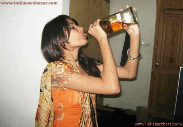 Indian Drunk Girl Fucked By Boyfriend बियर पिलाकर गर्लफ्रेंड की चुदाई करी वो नशे में चुदती रही XXX Story 1