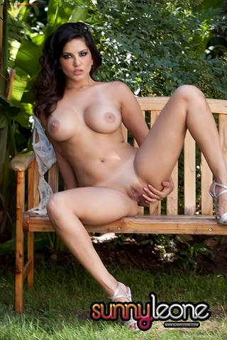 Indian Bollywood Film Actress Sunny Leone Takes Off Bra And Panty For Fingering Outdoor Nude Pic Gallery 6