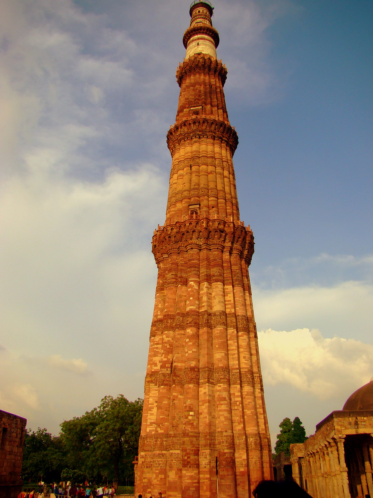 Qutab Minar Delhi Amazing Pictures Of Qutab Minar