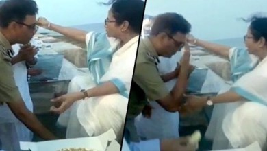 Photo of Police officer insulting uniform by touching the feet of Chief Minister Mamata Banerjee.
