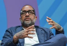 Photo of Kenya Barris: Suggests 'Netflix Grew to become CBS,' Leaves Over-all Offer