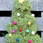 DIY Pom Pom Christmas TreeWall hanging