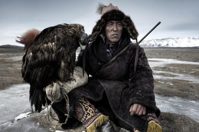 mongolia-eagle-hunters-04