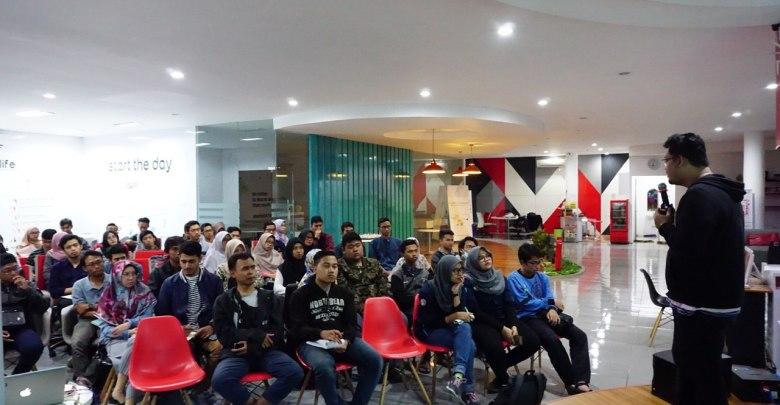 Pemateri menyampaikan tentang IxDD di DILo Malang