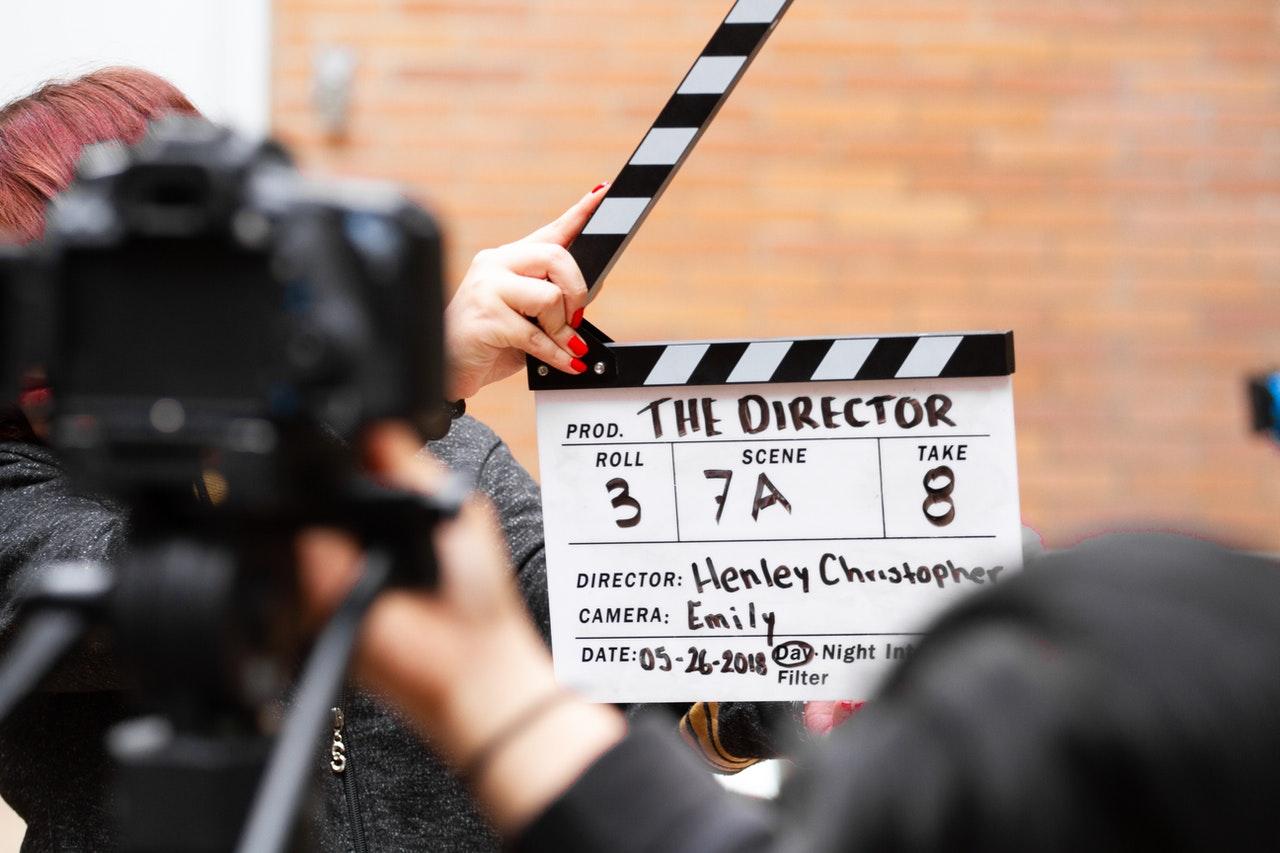 Strategi branding marketing menggunakan film (Photo by Martin Lopez from Pexels)
