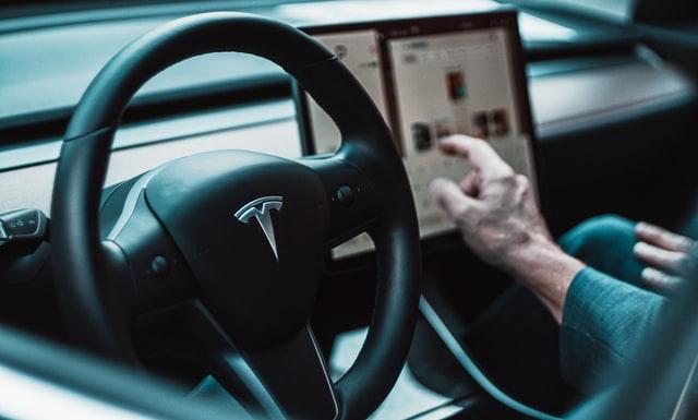 Perusahaan asal Amerika, Tesla berencana untuk membangun pabrik baterai di Indonesia (Photo by David von Diemar on Unsplash)