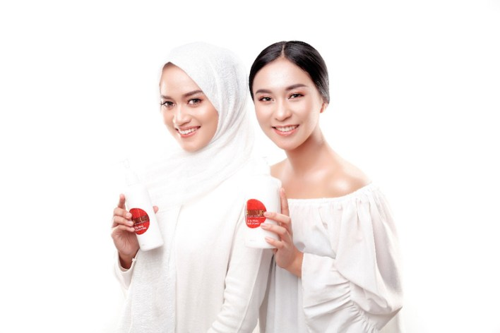 Contoh foto endorse oleh influencer - project foto produk skincare by Ameltrias
