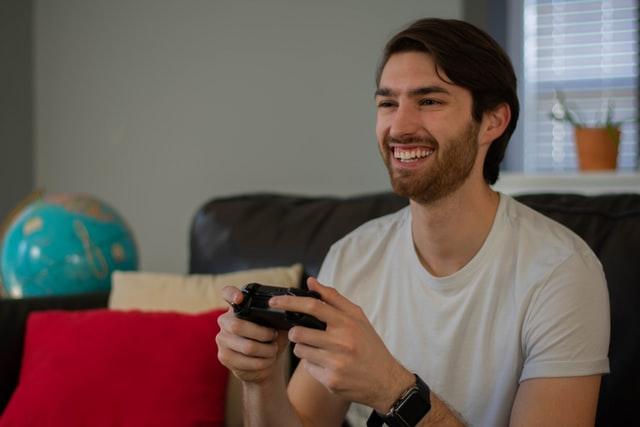 Developer game adalah profesi yang menjanjikan (Photo by Alex Carmichael on Unsplash)