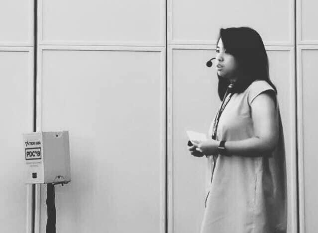 Naning Utoyo saat menyampaikan materi di acara Techinasia Product Conference