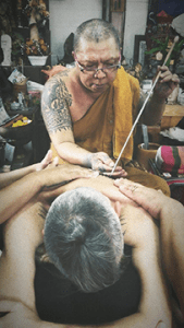 The author, Omar Beretta, receiving a yant from Ajarn Luang Por Heng in his samnak (Thailand)