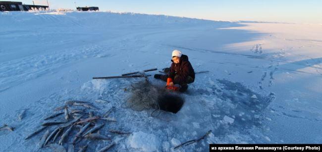 Подлёдная рыбалка на Чукотке