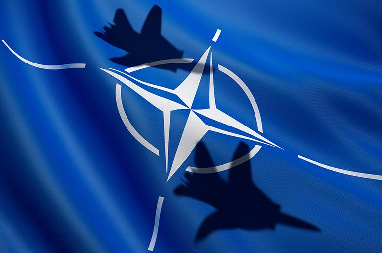 NAVO zich manifesteert als internationale politieagent