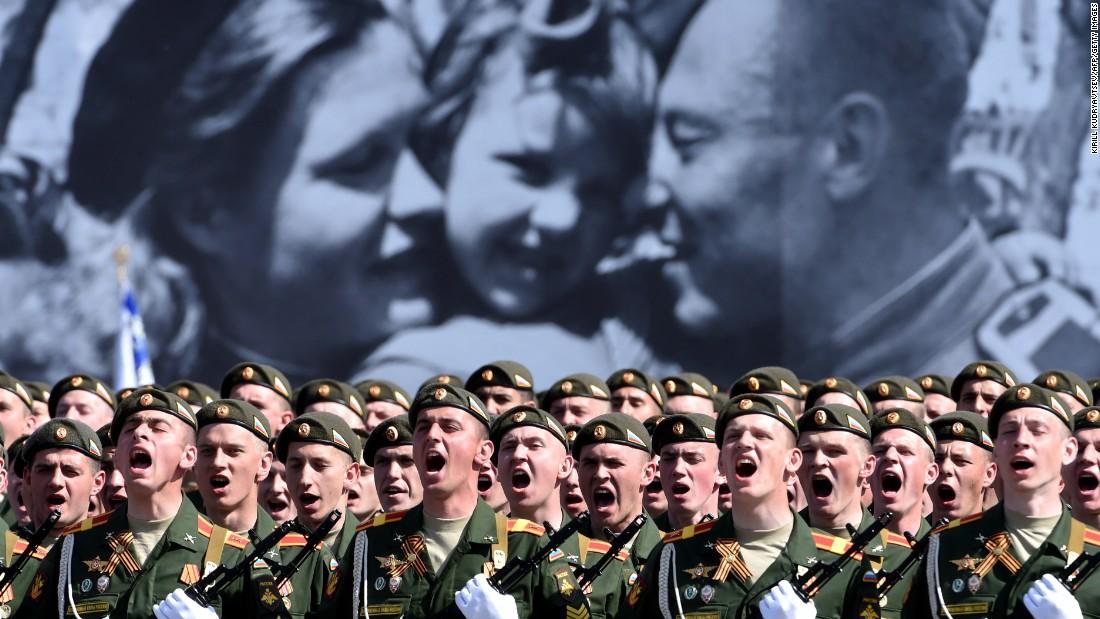 SCHANDE Vladimir Poetin niet uitgenodigd voor herdenking 75 Jaar Vrijheid  V-day net zo belangrijk