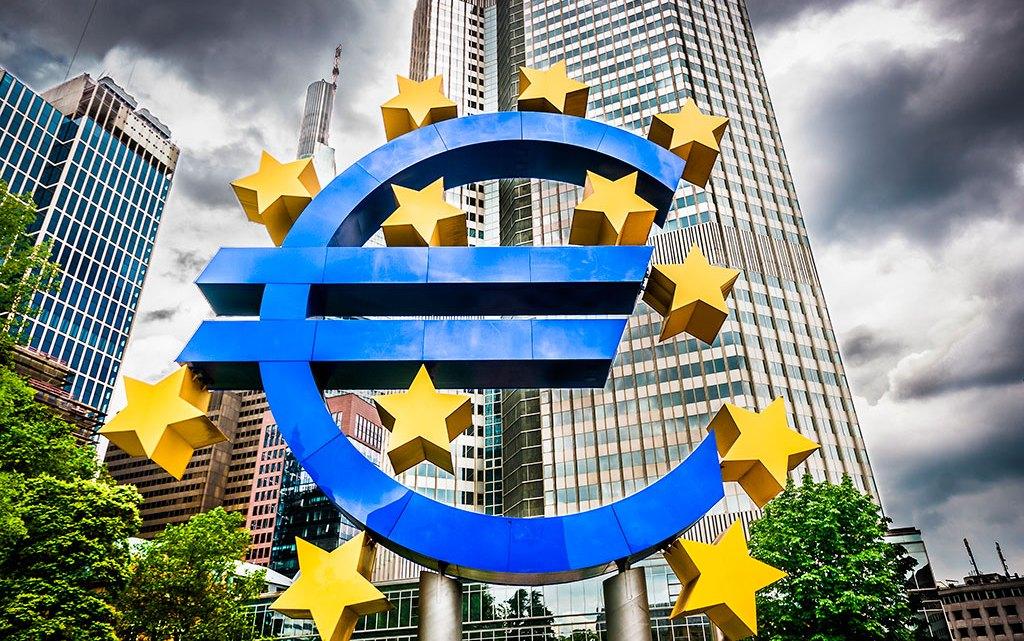 Politieke EU elite viert feest u bent er in getrapt geld niets meer waard alleen maar schuld