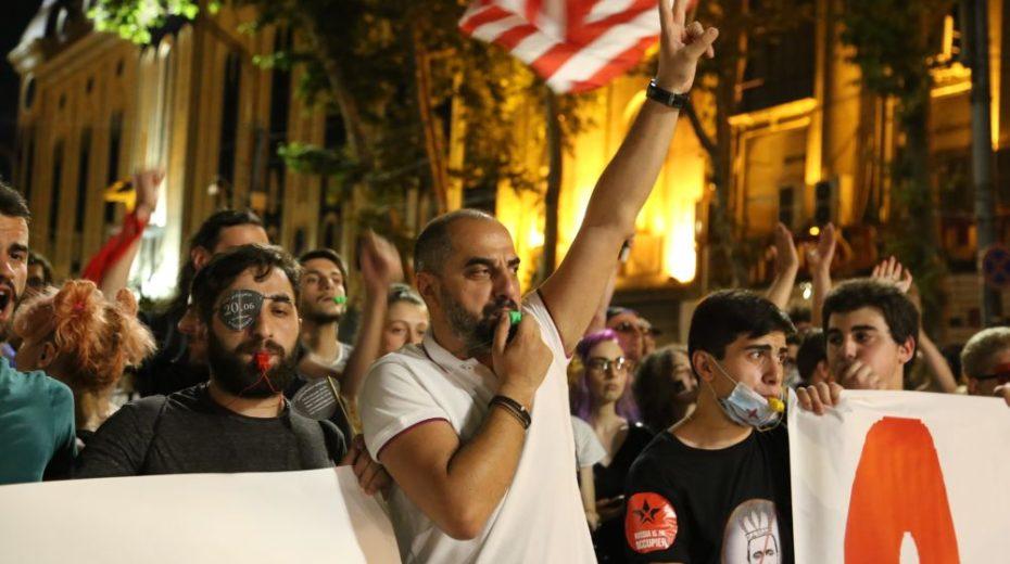 Anti-Russische 'protesten' in Georgië: onberispelijk, maar gesteund door het Westen