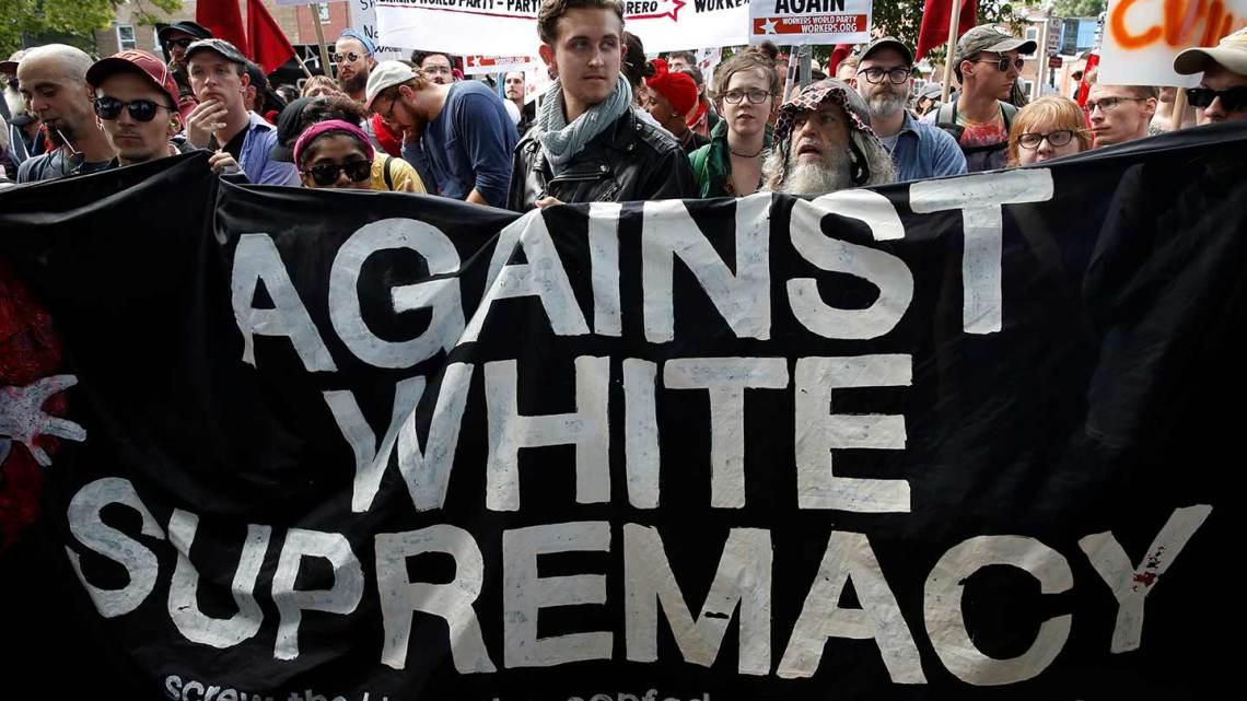 Charlottesville's blanke supremacists worden het doelwit van een wet die de KKK neerhaalde