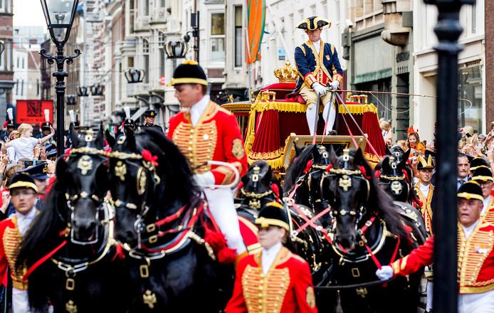 Maarten van Rossem  'De poppenkast tijdens Prinsjesdag kan wat mij betreft afgeschaft worden' video