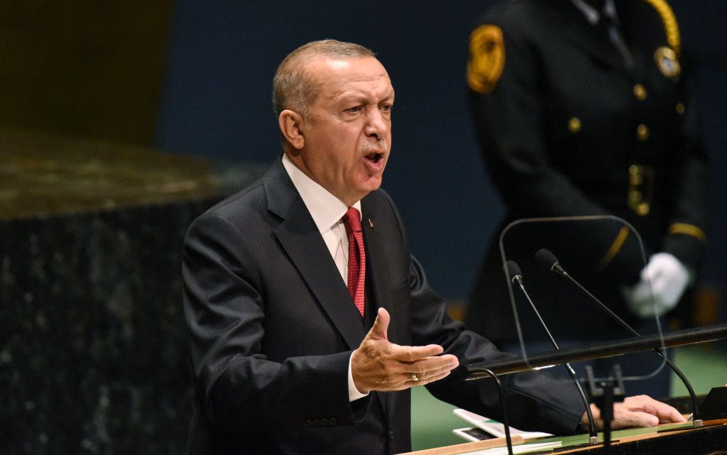 """Erdogan: """"Macron, ben je zelf hersendood?"""""""