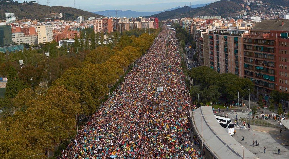 Indrukwekkend: De mars van vrijheid komt aan in Barcelona na 100 km wandelen