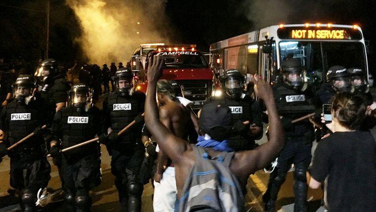 Franklin Graham waarschuwt dat 'de VS zou kunnen ontrafelen in een burgeroorlog' als president Trump uit zijn ambt wordt ontheven