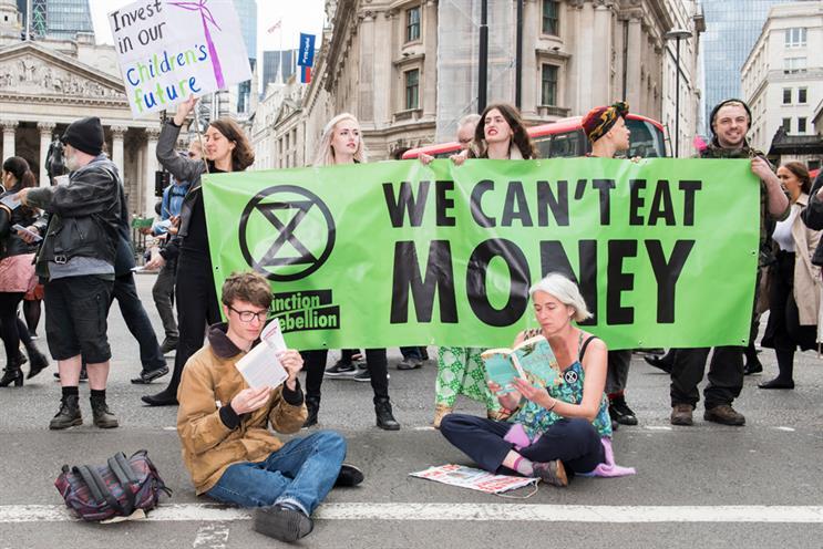 Extinction Rebellion en Soros: doof het kapitalisme met de miljoenen van kapitalisten