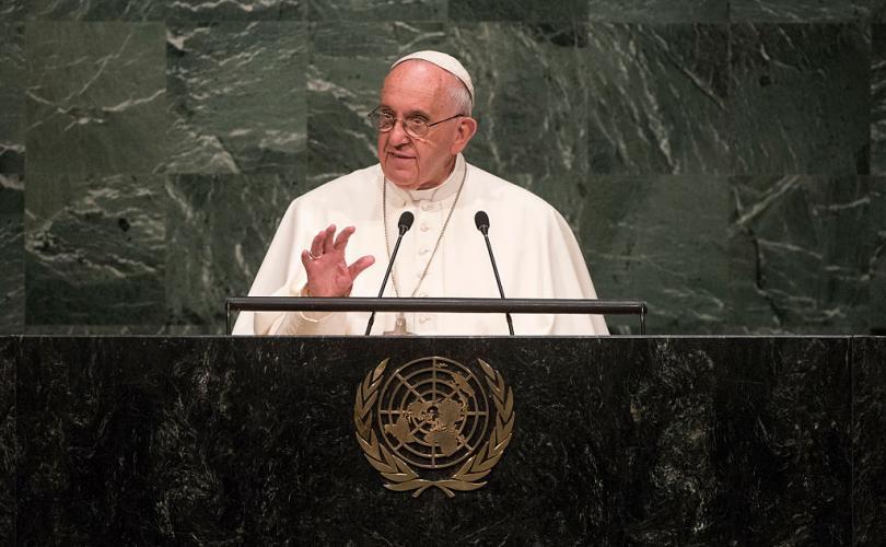 """Paus Franciscus dringt er bij religieuze en politieke leiders op aan om """"Global Pact"""" te ondertekenen voor """"New Humanism"""""""