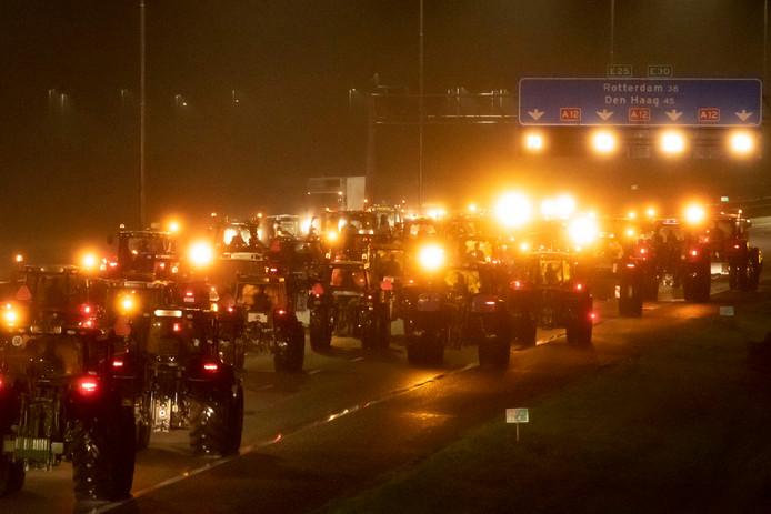 #trotsopdeboer #boeren #boerenprotest Tractoren door afzetting gebroken, politie waarschuwt boeren