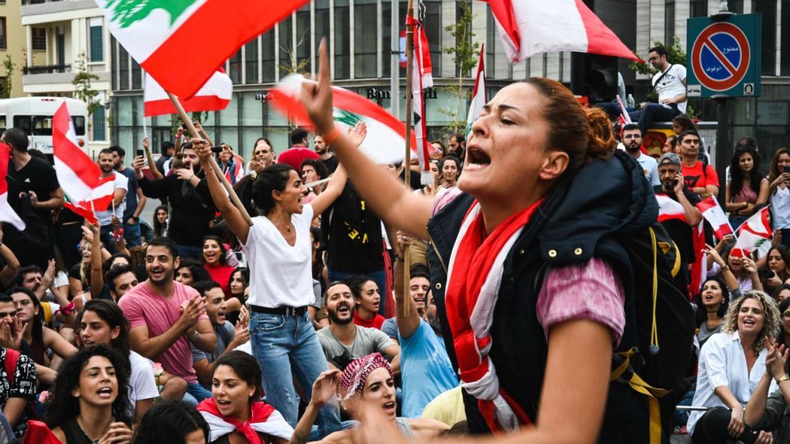 Vrouwen staan uitdagend in de voorhoede van de protestbeweging van Libanon
