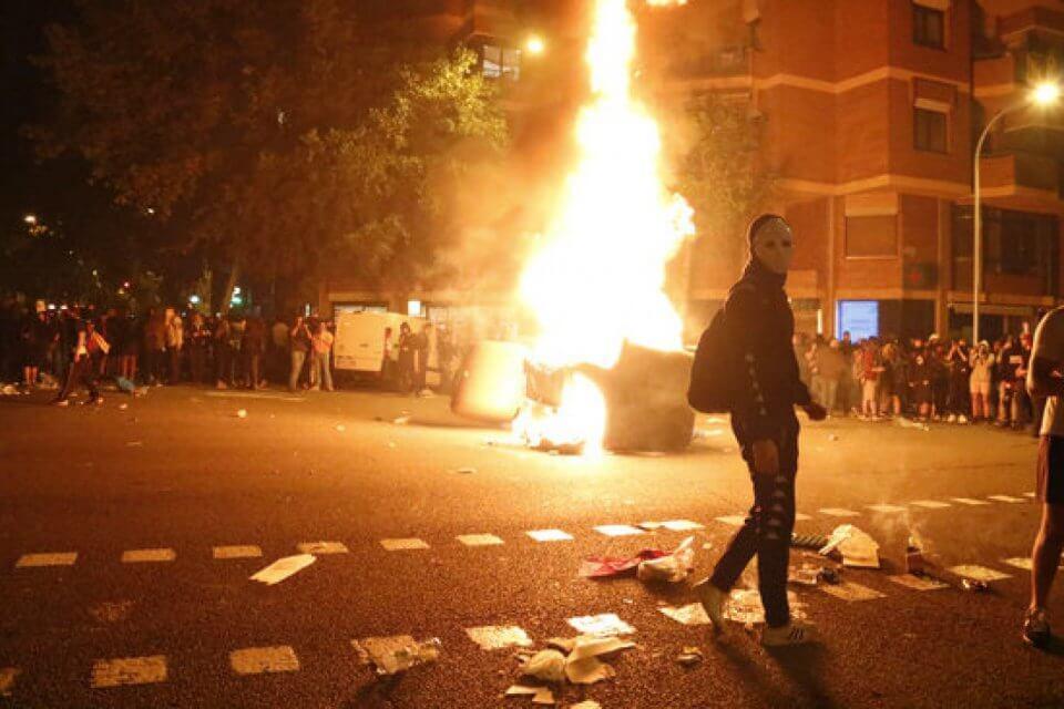 Barcelona in angst voor burgeroorlog, Torra wordt bekritiseerd en Spanje zet meer politie in