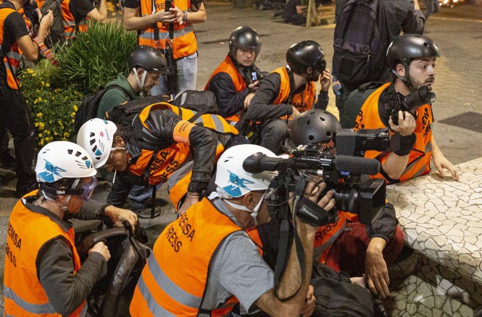 Bezorgdheid over persvrijheid in Catalonië door politie-aanvallen op journalisten
