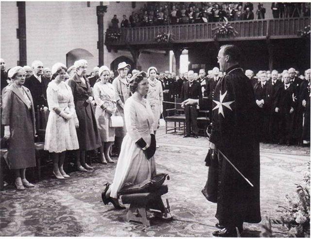 Wilt u Willem en Maxima nog een hand geven?: Ik zou zeggen lees en gruwel dit is ons koninklijk huis