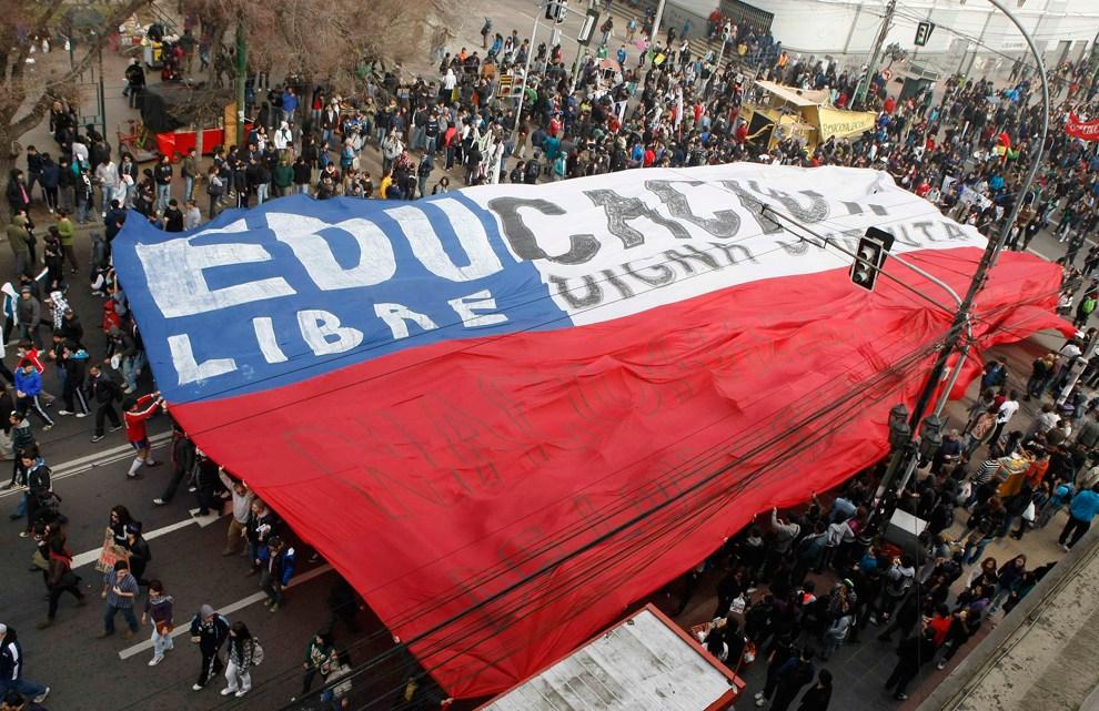 Rellen in Chili laten minstens zeven doden achter als de overheid de noodtoestand verlengt
