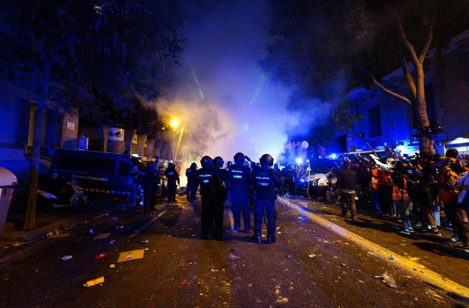 Overal protesten van Nederland tot Hongkong. Van Haïti tot Duitsland. In Spanje, Frankrijk en Ecuador