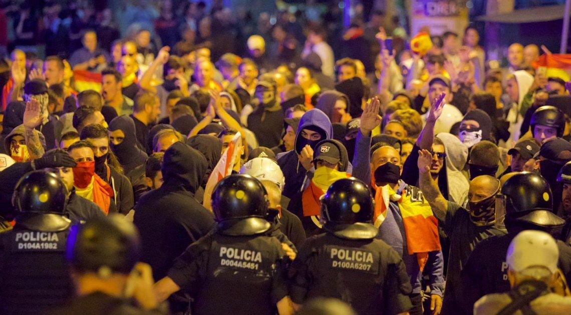 Autoriteiten 'niet overweldigd' door straatgeweld in Barcelona, zegt de Spaanse minister van Binnenlandse Zaken