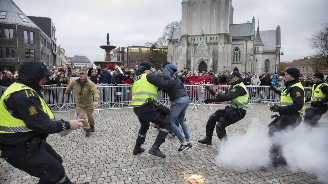 Moslims door het lint door KORAN verbranding Noorwegen (video)