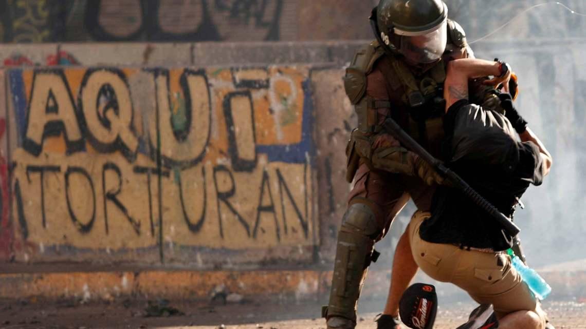 De muren van Chili spreken van een onderdrukte woede