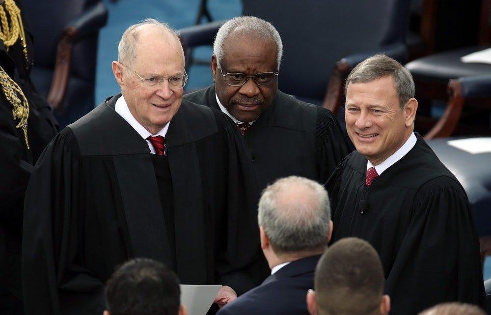 De politieke corruptie gelegaliseerd door het Hooggerechtshof