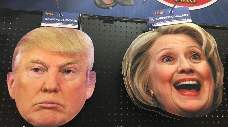 Hocus Pocus Halloween Horror! Hillary Clinton hoopt nog steeds met haar bezemsteel het witte huis in te rijden